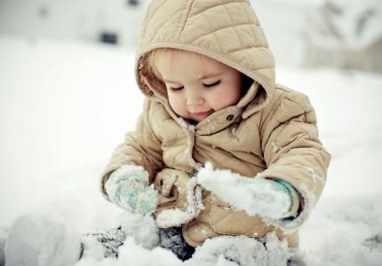 ребенок в снегу