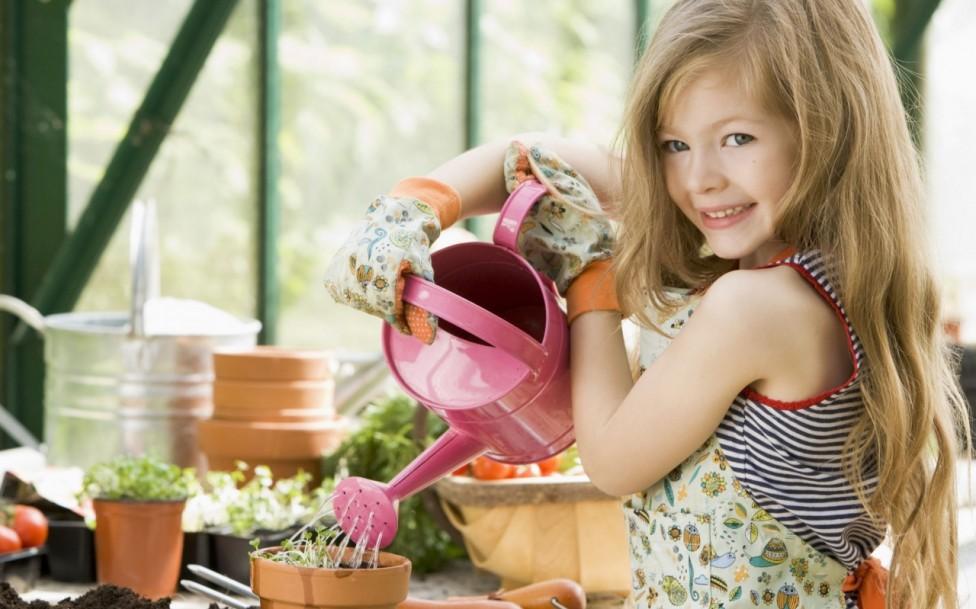 girl-gardening-1280x1024
